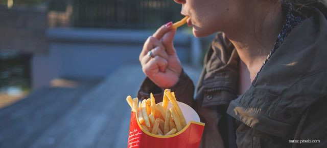 spune-nu-mancarii-fast-food